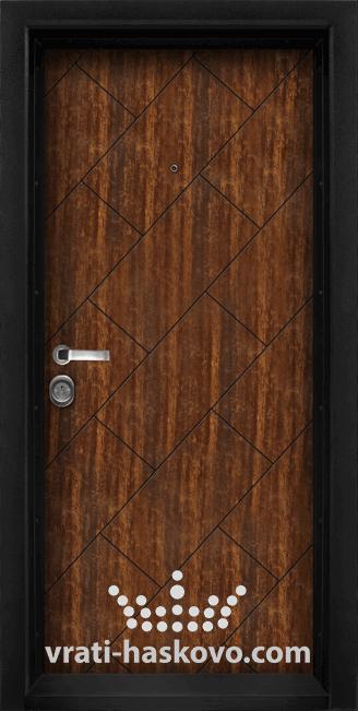 Блиндирана входна врата модел Т 904